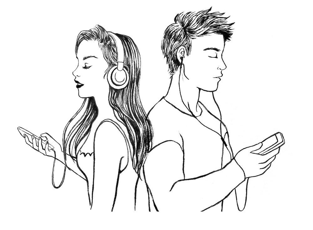 bărbat cu muguri de urechi cu spatele la femeie cu căști