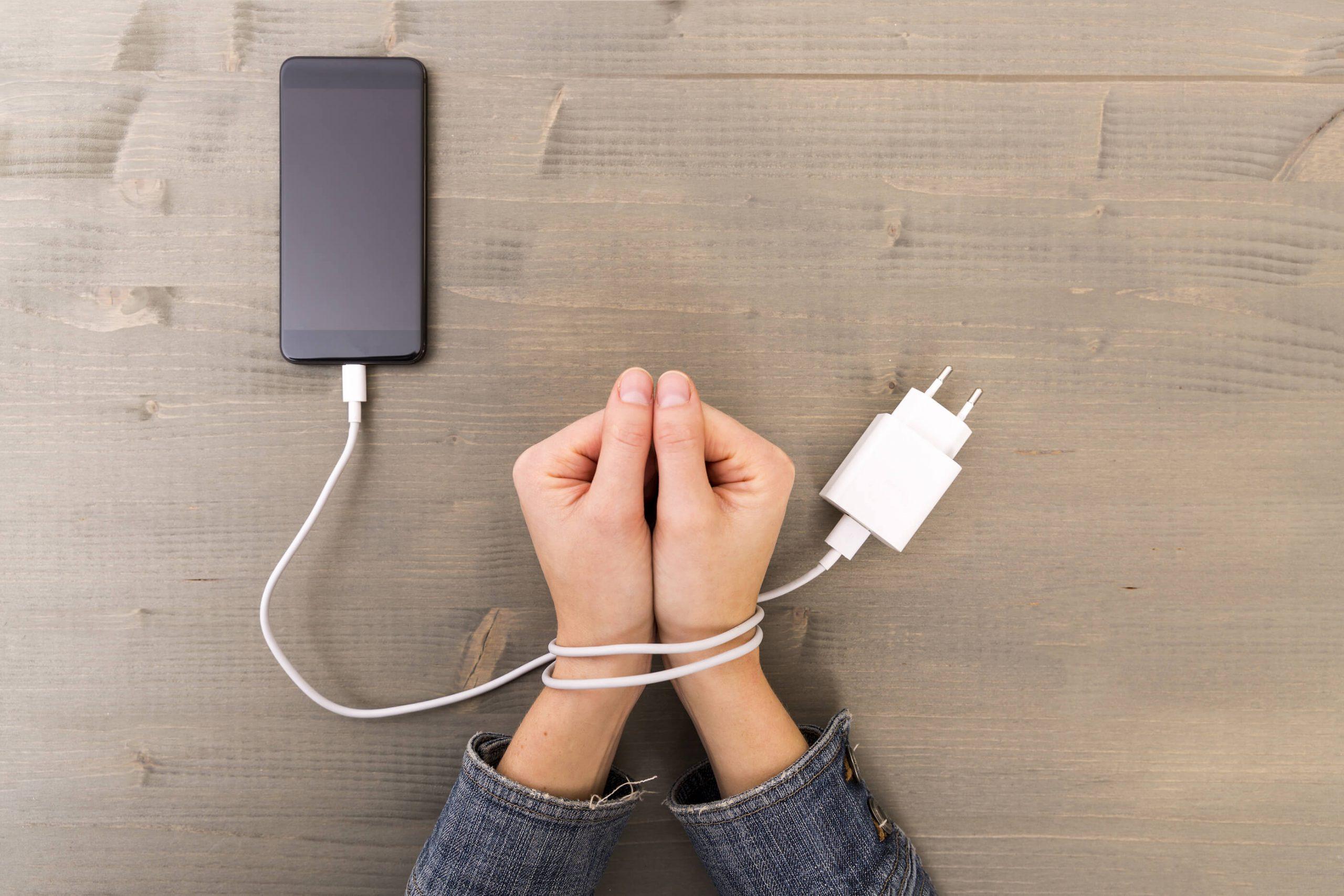 8 semne ca esti dependent de smartphone
