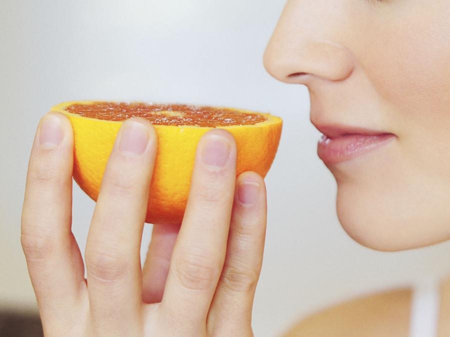 De ce coronavirusul provoaca pierderea mirosului si a gustului la unele persoane