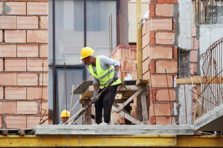 """Propunerea de salariu minim al UE ar trebui sa se asigure ca lucratorii din est """"primesc partea lor echitabila"""""""