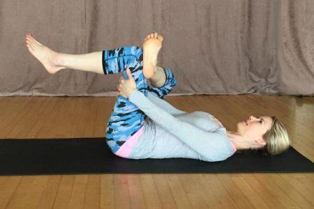 5 pozitii de yoga pentru a usura durerile de spate