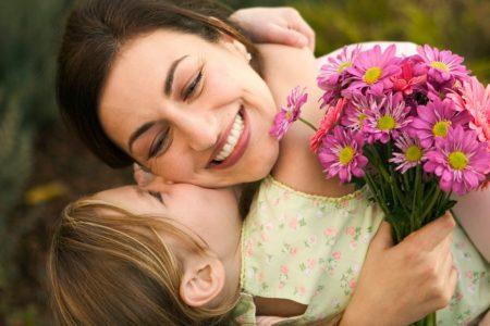 8 Martie – de ce ne sarbatorim mamele