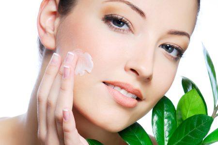4 sfaturi eficiente pentru ingrijirea pielii in timpul verii pentru a obtine o piele stralucitoare in mod natural