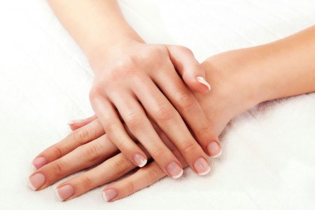 Sfaturi pentru a face ca mâinile tale să pară mai tinere